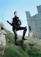 fass-tim-walker-kristen-mcmenamy-medieval-04-v